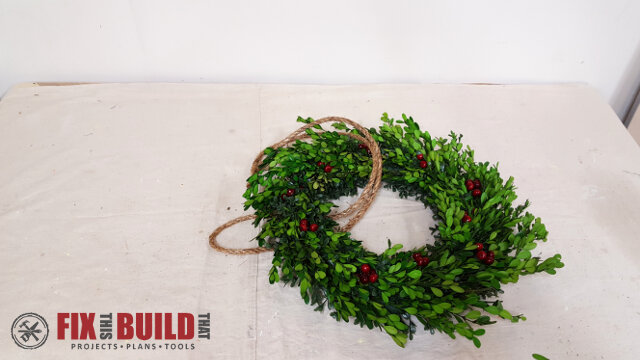 DIY Wreath Hanging Rail - 18