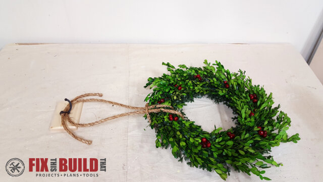 DIY Wreath Hanging Rail - 20