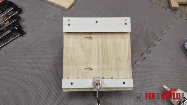 Cabinet cleat hanger