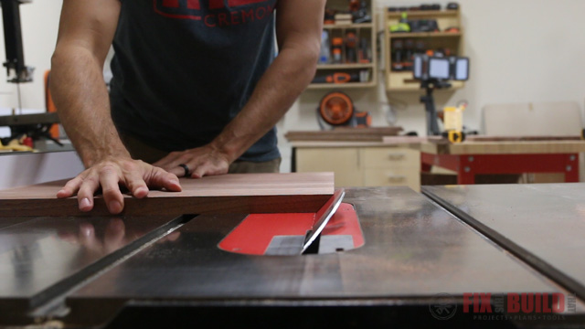 cutting continuous miters on a tablesaw