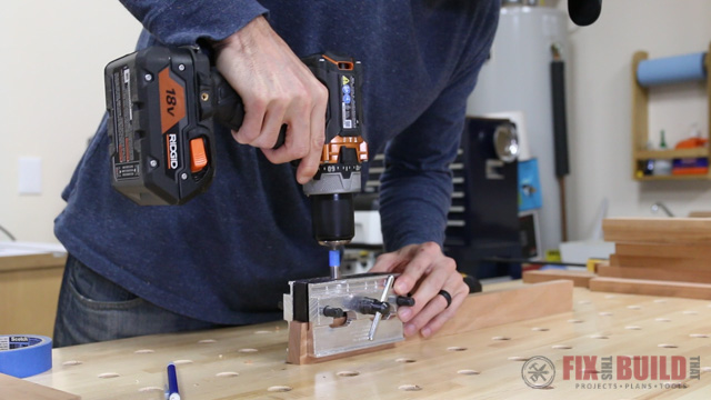 how to use a self centering dowel jig