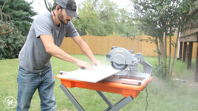 cutting tiles with tile saw