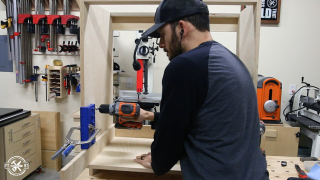 using kreg jig to drill holes for adjustable shelf on sides of cabinet