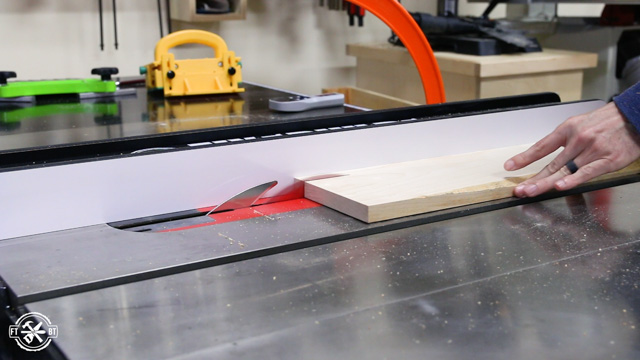 Cutting wood to width on table saw