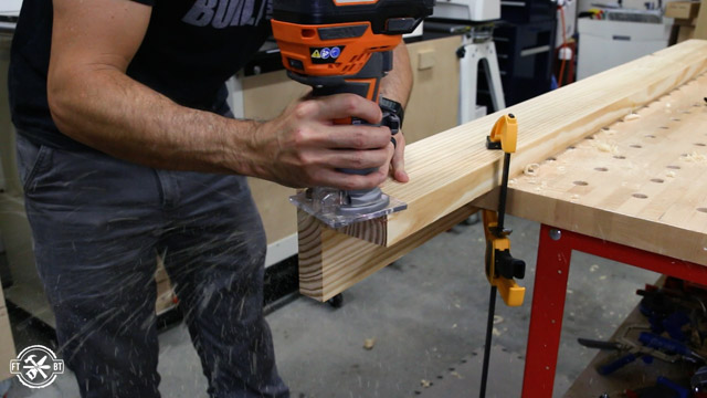 use handheld router to roundover wood edge