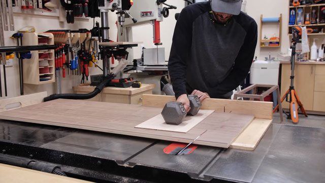 Cutting miters into wood
