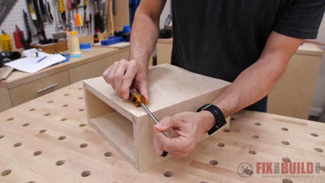 Closing gaps on mitered box
